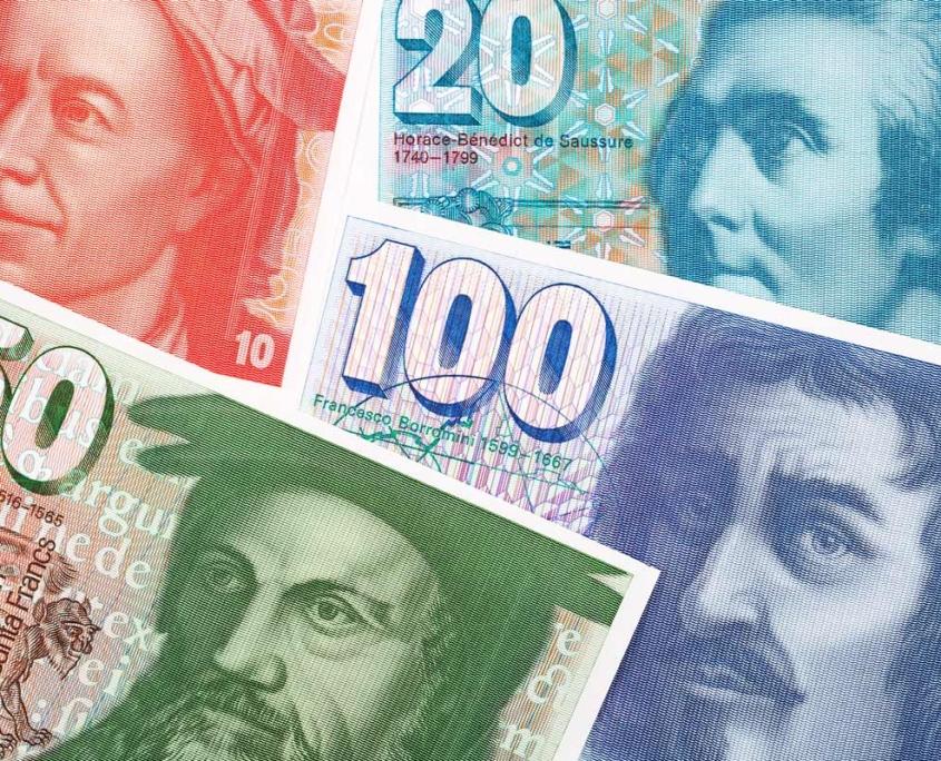 Schweizer Franken in Scheinen als Symbol für die Steuerersparnis mit der richtigen Steuerberatung.
